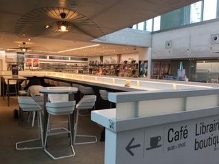 ミュージアムショップとカフェ